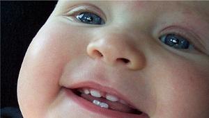 Le zanne del bambino si arrampicano: sintomi