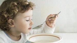 Wanneer kan ik een bouillon aan een kind geven en soepen erop?