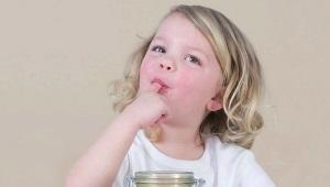 Op welke leeftijd kunt u uw kind honing geven?