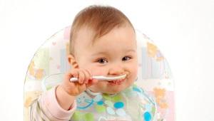 Op welke leeftijd kun je het kind vermicelli geven en hoe je soep met haar kookt?
