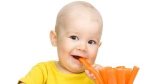 Welke voedingsmiddelen kunnen rauw worden gegeten voor kinderen en vanaf welke leeftijd moeten we ze voeden?