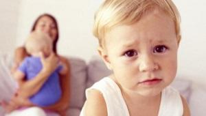 Wat als kinderen jaloers zijn op elkaars ouders?