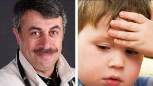 Dr Komarovsky over wat te doen als het kind op zijn hoofd slaat
