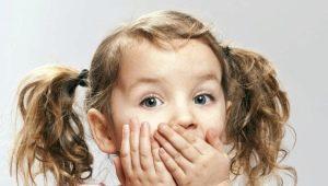 ทำไมถึงมีการพ่นในเด็กและเมื่อมันเป็นอาการของโรค?