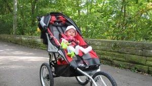 Passeggini a tre ruote: caratteristiche di scelta e revisione di modelli popolari