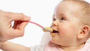 คุณเริ่มให้โจ๊กข้าวโพดแก่เด็กเมื่ออายุเท่าใดและจะทำอาหารอย่างไร?