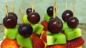 Ricette a base di canape di frutta su spiedini per bambini