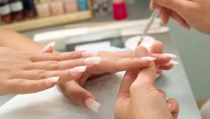 In welchem Alter können Sie eine Maniküre machen und Ihre Nägel aufbauen?