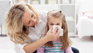Vue d'ensemble des moyens d'un rhume pour les enfants. Comment choisir le moyen le plus efficace et le plus sûr?