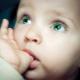 Bagaimana hendak merawat bayi untuk menghisap jari? Mencari sebab dan mencari alternatif.