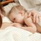 จะทำอย่างไรถ้าทารกไม่ได้ดูดนมแม่?