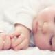 Combien de fois par jour un bébé doit-il dormir?