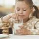 Faedah kue oatmeal untuk kanak-kanak dan resipi terbaik