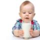 A che età il latte vaccino può essere dato a un bambino?