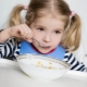 คุณให้ผักดองกับเด็กอายุเท่าใดและจะทำอาหารอย่างไร