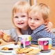 Op welke leeftijd kunt u kinderen cookies geven en voor welke recepten is het beter om te koken?