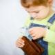 Wat te doen als een kind geld van zijn ouders steelt: advies van een psycholoog