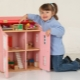 Rumah anak patung yang dibuat daripada papan lapis, kotak dan bahan lain