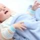 Cosa devo fare se mio figlio ha crampi a causa della febbre alta?