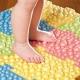 Colchoneta ortopédica para niños de pies planos.