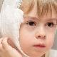 L'algoritmo dell'applicazione di un impacco caldo sull'orecchio di un bambino