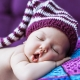 لماذا ينام الطفل مع فمه مفتوح؟