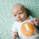 Brufoli sul viso e sul corpo di neonati e lattanti