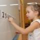 Wie kann man einem Kind beibringen, Beispiele mit Zahlen innerhalb von 10 zu zählen?
