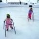 วิธีการสอนเด็กให้เล่นสเก็ต?