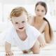 Bilakah dan berapa bulan bayi mula merangkak dan duduk?
