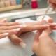 На каква възраст можете да направите маникюр и да изградите ноктите си?