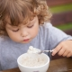 Bilakah untuk memperkenalkan bubur susu dalam makanan dan apa yang lebih baik untuk dipilih?