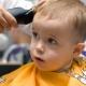 Première coupe de bébé: est-il possible de couper les cheveux jusqu'à un an?