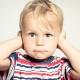 Bouchon d'oreille chez les enfants: caractéristiques et retrait à la maison