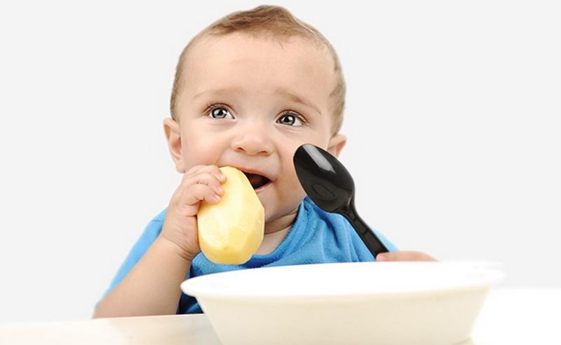 תוצאת תמונה עבור ילד אוכל תפוחי אדמה