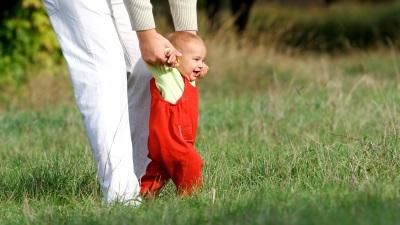 Sokongan Anak - belajar berjalan
