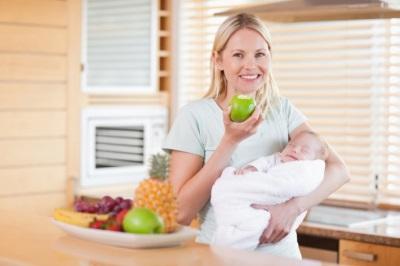 Obstipatie bij een kind tijdens de borstvoeding vanwege de voeding van de moeder