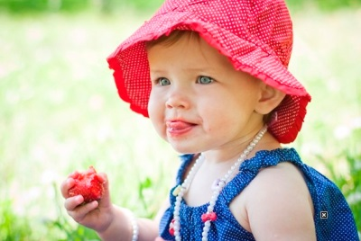 สตรอเบอร์รี่ - ป้อนอาหารของเด็ก