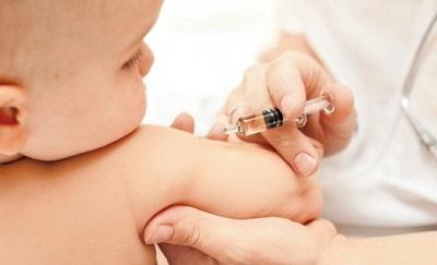 การฉีดวัคซีนป้องกันเด็ก