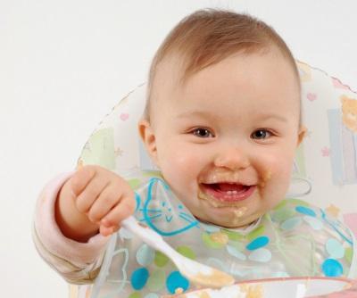 Bayi makan bubur