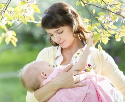 Dieťa mama dojčenie v 11 mesiacoch