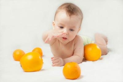 Babyborst met sinaasappels