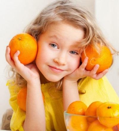Sinaasappelen in het dieet van het kind