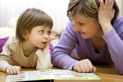Pembangunan kanak-kanak berusia 4 tahun - permainan dengan ibu