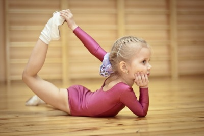 Gimnastik untuk kanak-kanak perempuan dalam 4 tahun