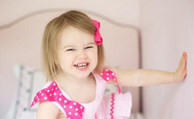 Момиче на 2 години