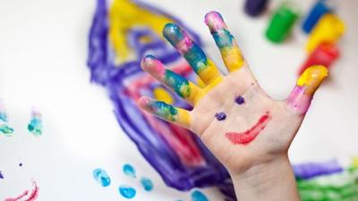 Rajzolás a gyermek kezét