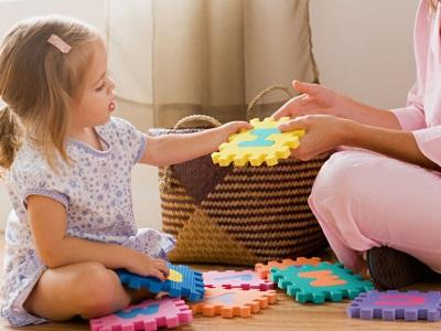 Mama hrá s dieťaťom v hádankách