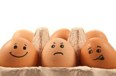 ไข่ไก่กับใบหน้าทาสี