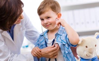 Onderzoek van het kind bij de dokter
